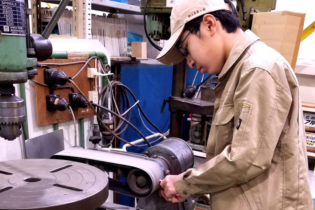 東京都立多摩工業高校のデュアルシステム科との企業実習プログラムを導入しました